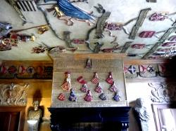 5 armoiries au plafond